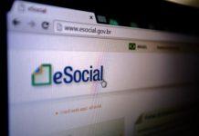 Foto Logo eSocial na tela do computador