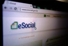Foto de logo eSocial em tela de computador
