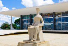 "Escultura ""A Justiça"" em frente à sede do STF"