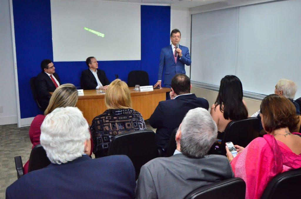 O deputado federal Laércio Oliveira durante a inauguração do Auditório Ricardo Garcia.
