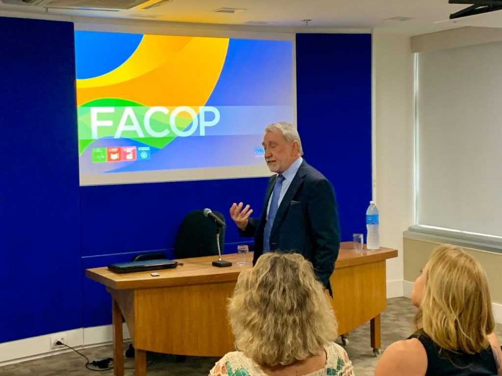 O próprio presidente da Facop, Adonai Arruda, liderou o treinamento para os associados do Seac-RJ